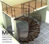 Легкость и прозрачность винтовой лестницы обеспечивают надежные ограждения из  металла с порошковой покраской и каленого стекла