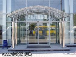Entrance lobby with metalic framework